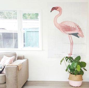 Painel decorativo de Flamingo em sala de estar