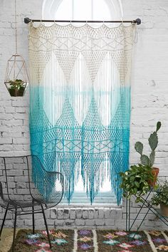 cortina-em-croche-de-algodao-com-tecnica-de-tie-dye-na-cor-azul